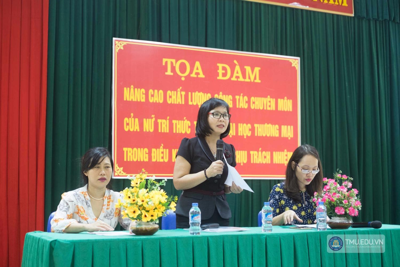 PGS.TS Nguyễn Thị Bích Loan phát biểu trong buổi tọa đàm.