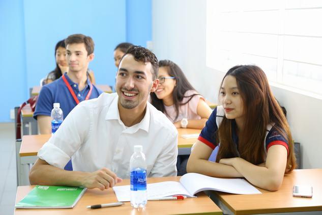 Học sinh và câu chuyện bàn đầu.