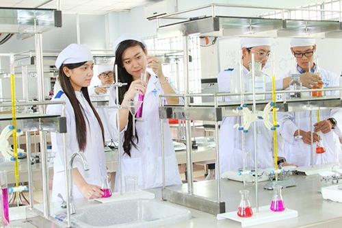 cơ hội lựa chọn việc làm phong phú cho các cử nhân ngành Dược