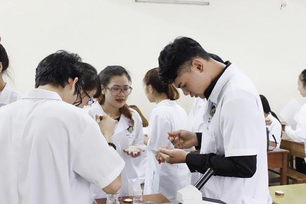 Chọn học Cao đẳng Dược Hà Nội
